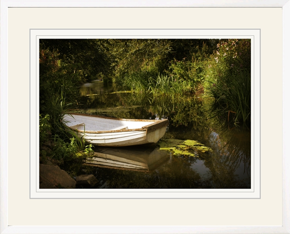 Sometimes a white frame works well, as here, where it matches the boat.