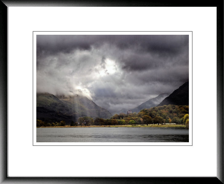 A grey frame refecting the grey tones of this LLanberis lake