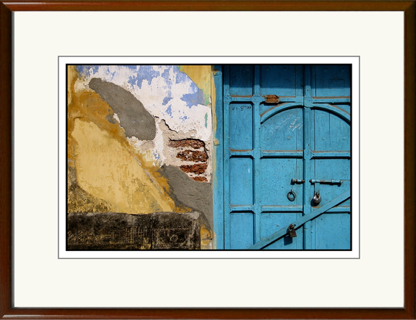Makes a fine pair with the next image, framed with a rich polished wood frame.